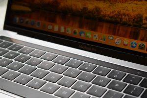 iOS Apple Deutschland zoom foto van computer macintosh mac 300x200 - iOS (Apple)-Deutschland-zoom-foto-van-computer-macintosh-mac