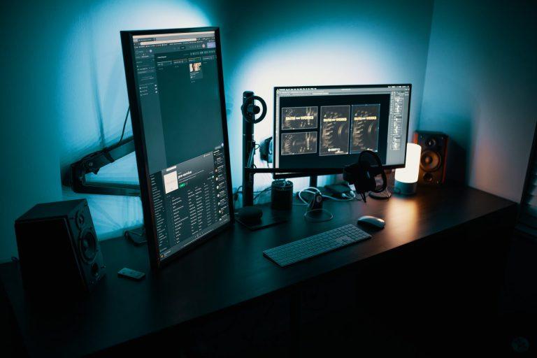 Voor op de computer Deutschland zwarte flatscreen computermonitor - Wat is het beste besturingssysteem voor gamen