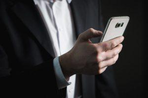 Voor op je mobiel Deutschland e business smartphone scherm 768x510 300x199 - Voor op je mobiel Deutschland-e-business-smartphone-scherm-768x510