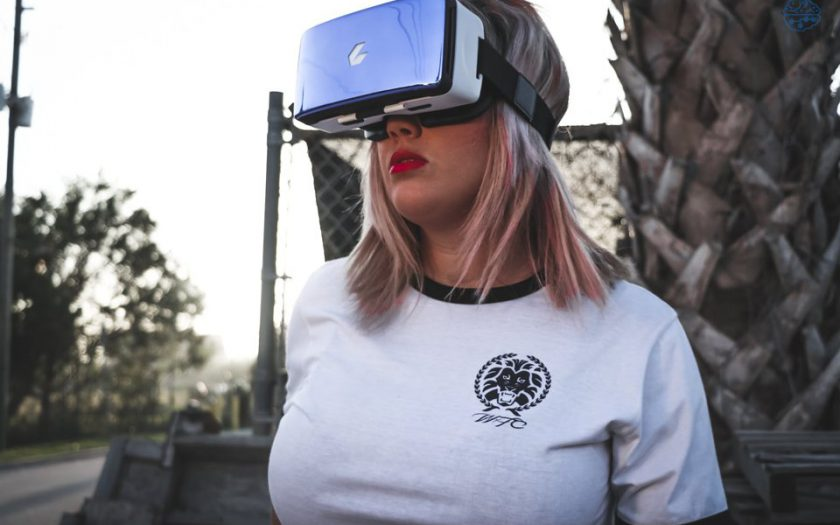 Virtual reality films maken Deutschland xfotografie of a vrouw gekleed in virtual reality headset 840x525 - Virtual-reality-films maken