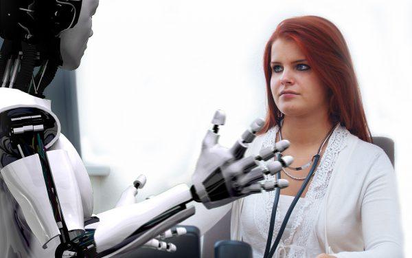 robot en dokter 600x375 - Kunstmatige intelligentie in de gezondheidssector