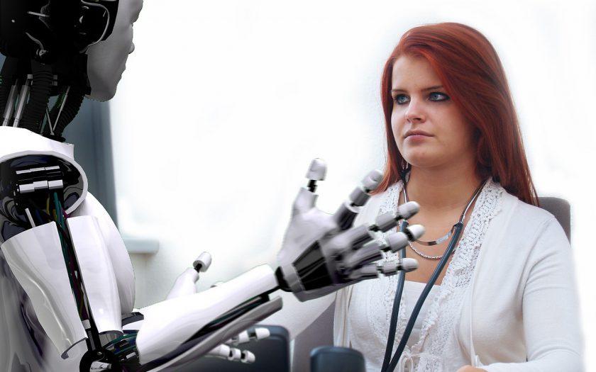 robot en dokter 840x525 - Kunstmatige intelligentie in de gezondheidssector