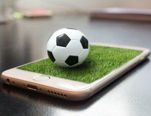 smartphone voetbal 300x231 - Voetbalwedstrijd, nu in virtual reality