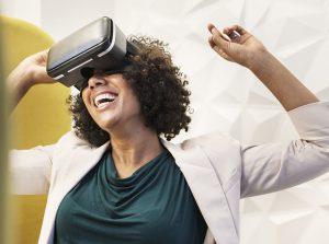 vr headset 300x223 - Virtual reality entertainment: het VR-casino